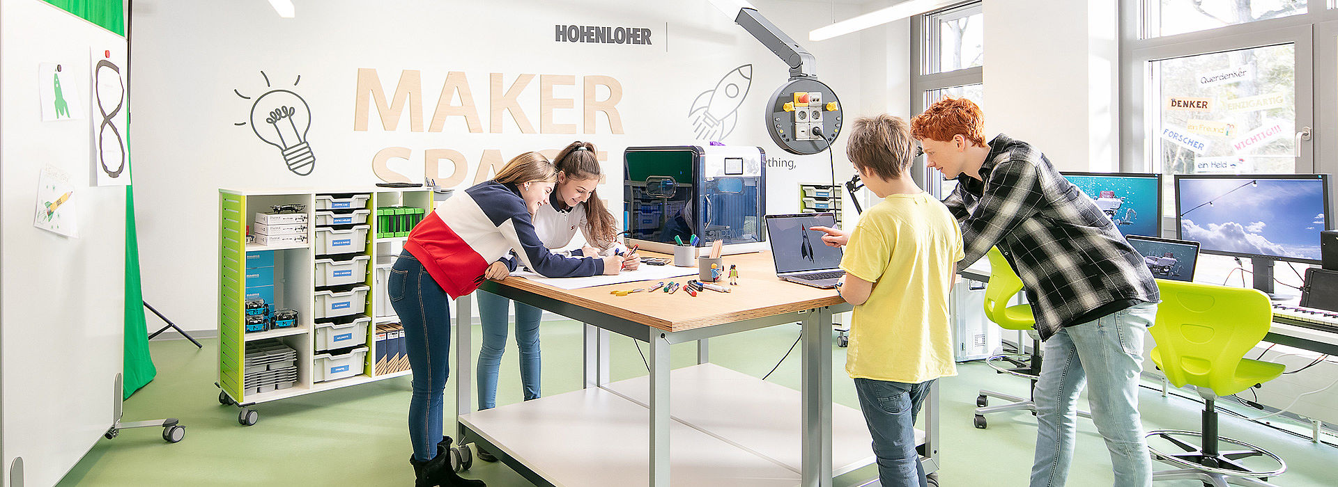 Image: 3D Modeling & Printing at Makerspace