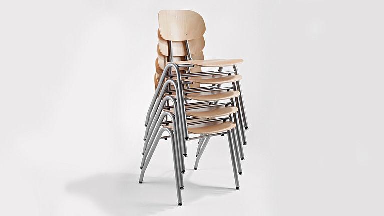 Bild: Gestapelte UNIVERSAL Quadro Ligno Stühle