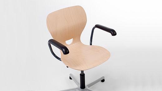 Bild: SEDIAMO® Ligno Stuhl mit Armlehne