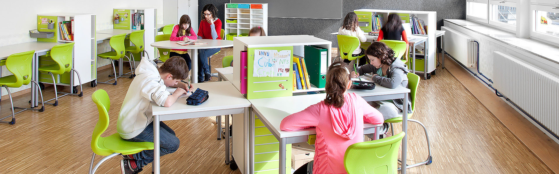 Learning room with flexible furniture
