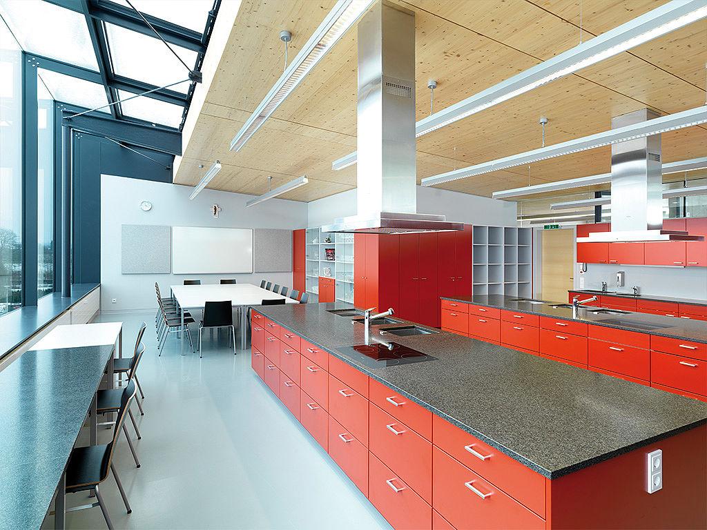 Bild: Küchenbeispiel mit Lern- und Essbereich