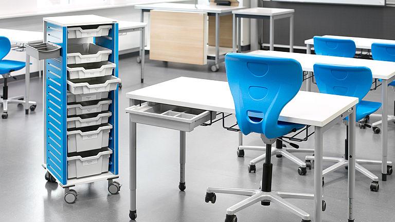 Bild: Lernschrank mit Auzugsblende und Lernboxen