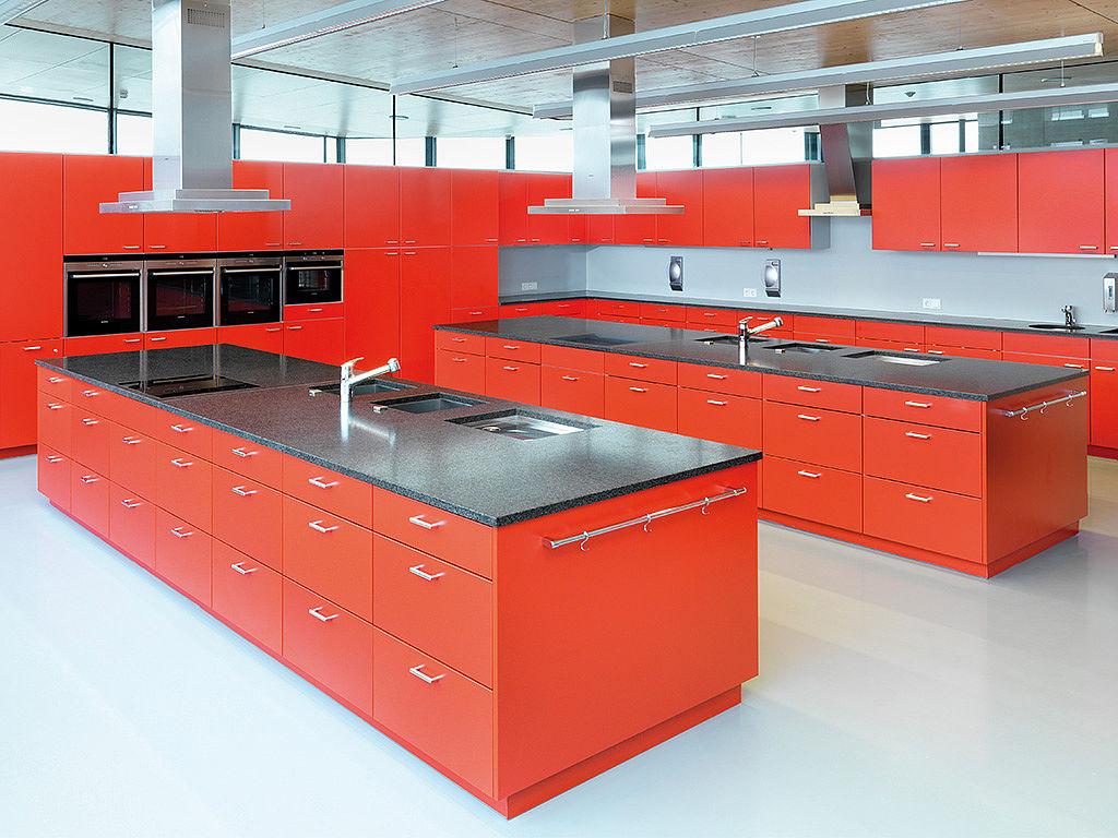 Bild: Küchenbeispiel mit großen Arbeitsflächen