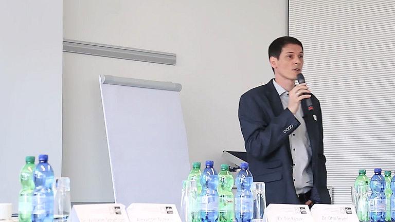 Video: Wie gelingt bewegte Schule mit Prof. Dr. Wolfgang Knörzer und Dipl. Päd. R. Rupp