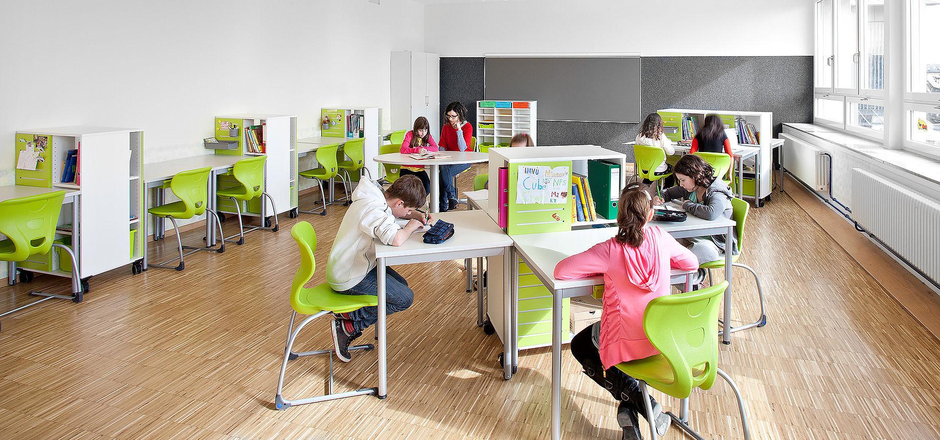 Bild: Ein Tag mit Lernmöbeln