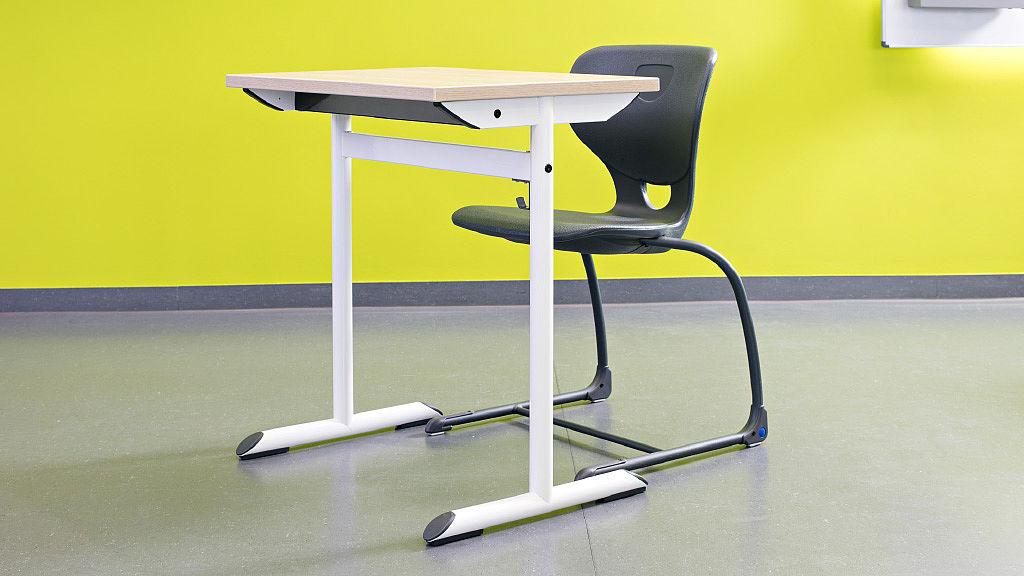 Bild: COMBO T mit SEDIAMO® Stuhl