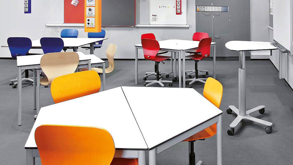Bild: Flexibel kombinierbare COMBO Tische im Klassenzimmer