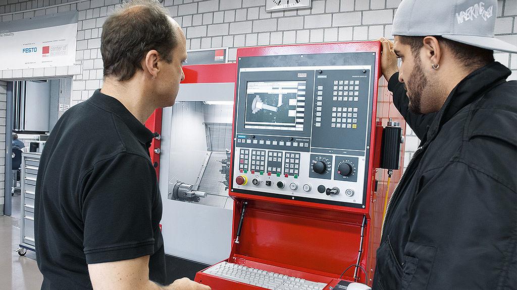 Bild: Maschinelle Werkstoffbearbeitung