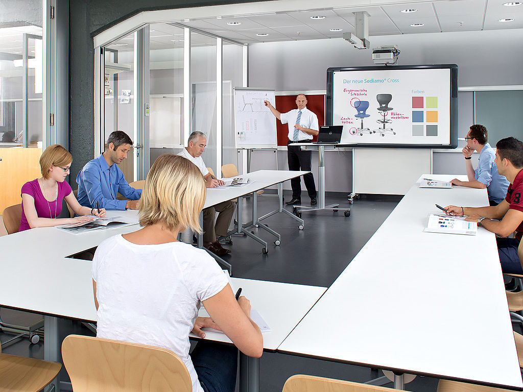 Image: QUWIS® - flexible media supply spaces