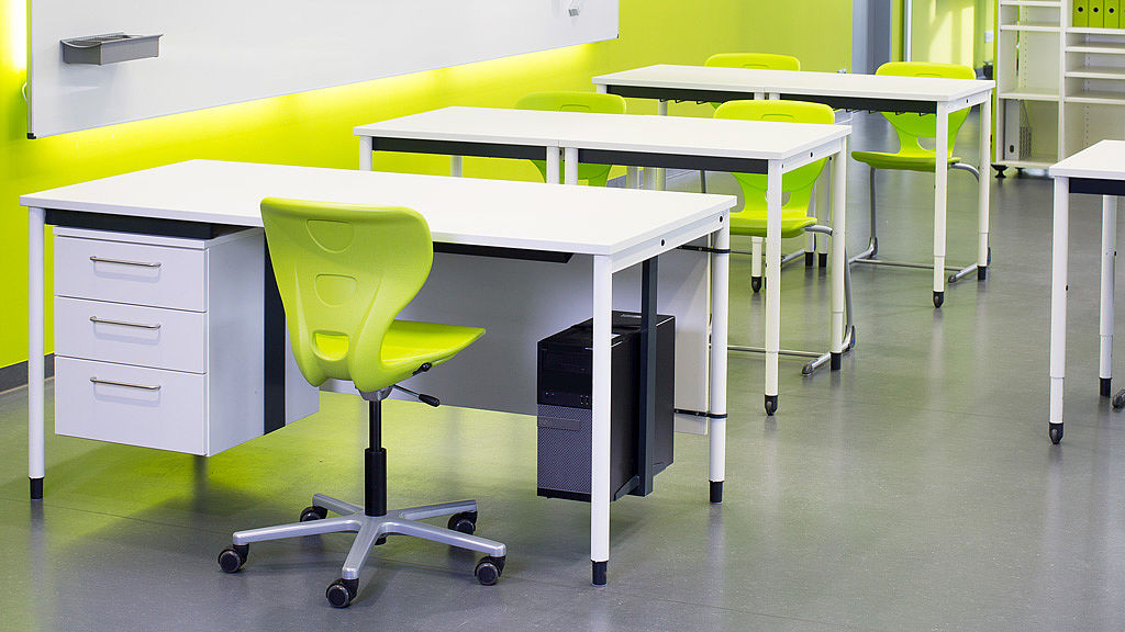 Bild: Modulare COMBO 4 Tische im Klassenzimmer
