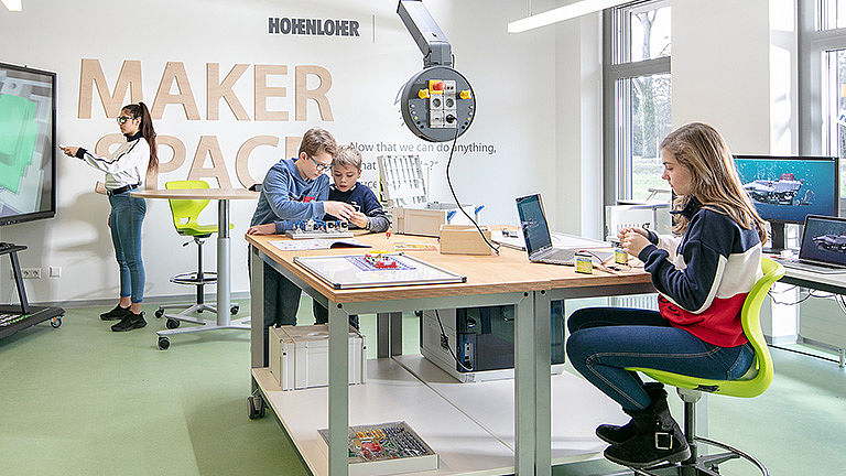 Image: Robust and agile the Hohenloher mobile extension table