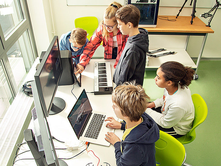 Image: Video Audio Editing at Makerspace